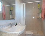 Ref 419 La Marina25 – bath2